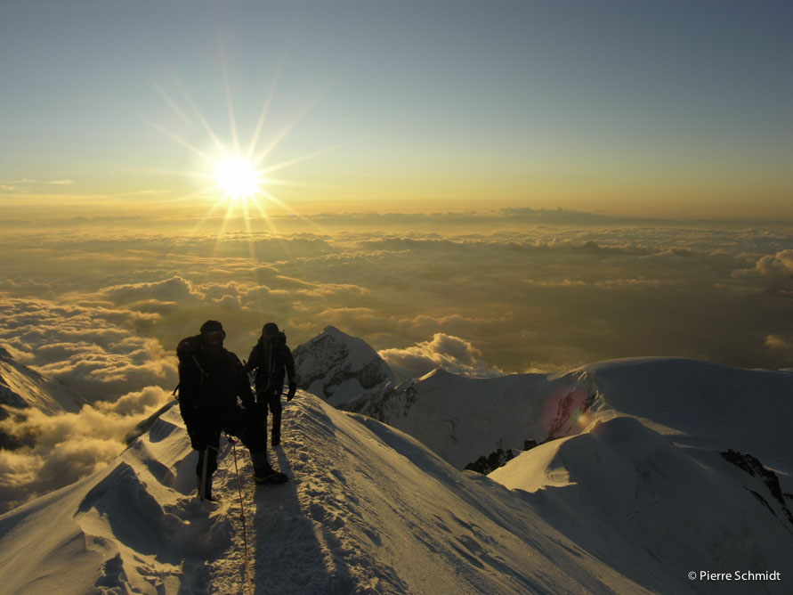 Mont Blanc summit on the sun set during a Mont Blanc 4 day course