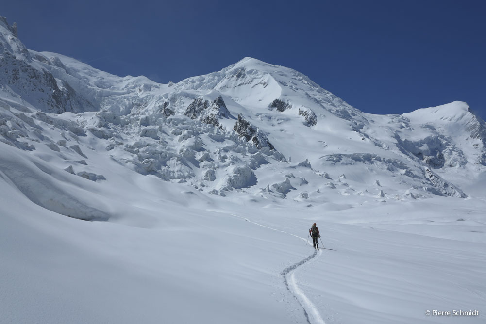"Ski Mont Blanc and cross the famous ""junction"" towards Grand Mulets refuge"