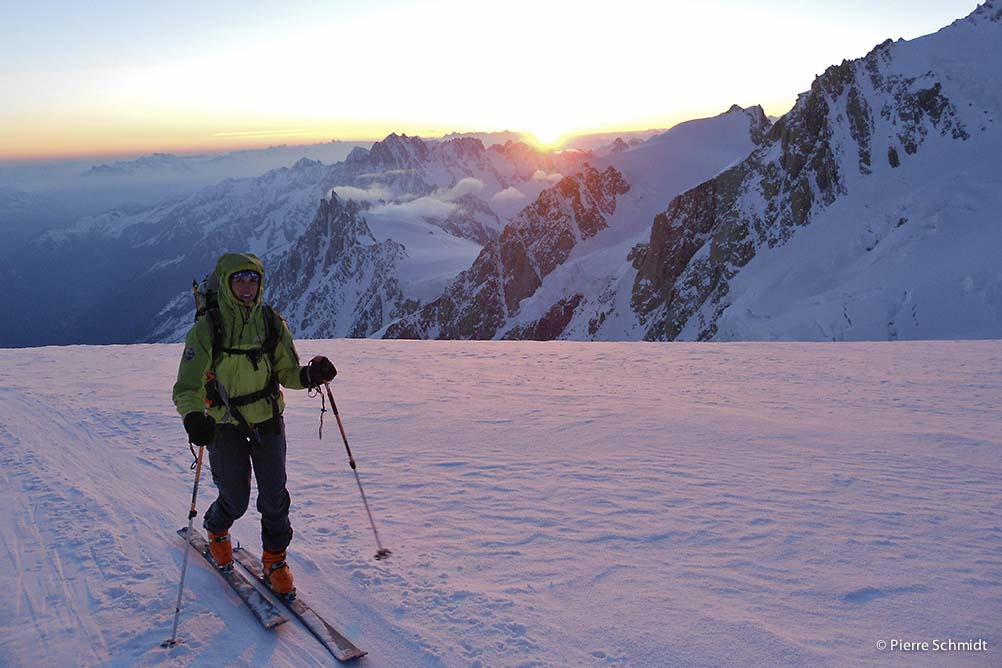 ski on Dome du Gouter and sun rise on Mont Blanc
